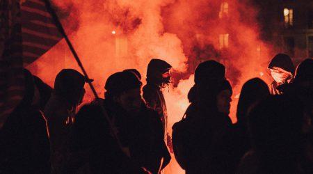 foto van rellen bij artikel over groepsaansprakelijkheid
