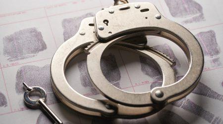 foto van handboeien bij artikel over vorderen schadevergoeding na mishandeling